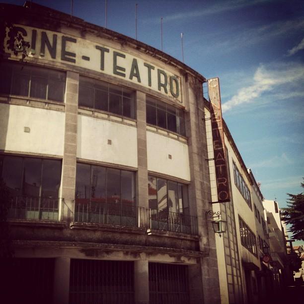 O antigo cine-teatro da Guarda - um edifício espectacular e hoje completamente deitado ao abandono.